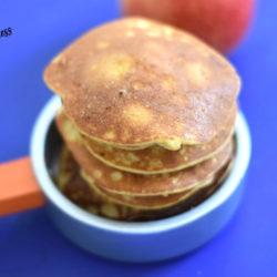 Jabłkowe pancakes z orzechami laskowymi